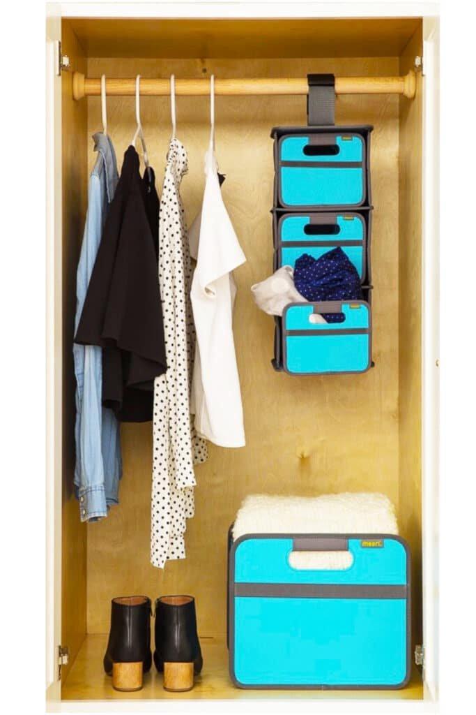 Closet with hanger and Medium